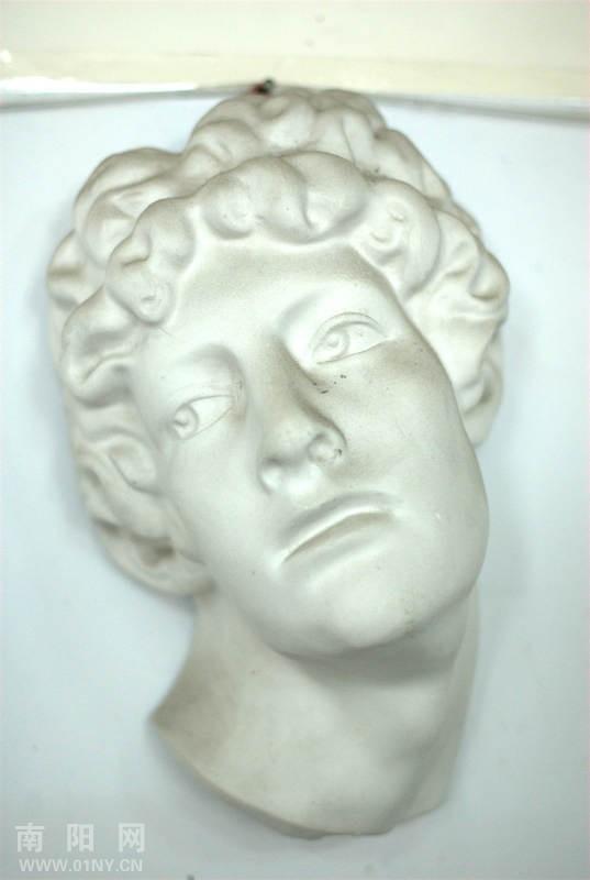 大卫画室的素描画和石膏像