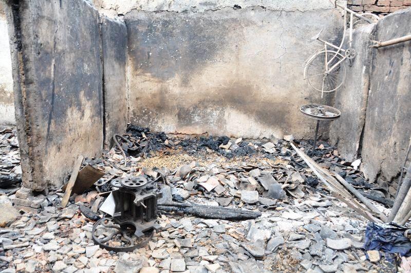 [网记报道]电路老化引火灾 村民房屋成灰烬