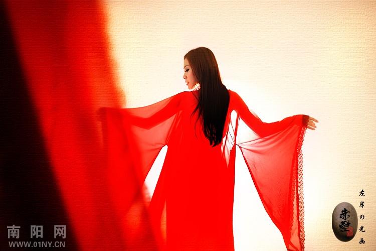 一组红衣美女