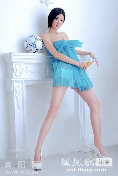 房祖名绯闻女友李颖芝拍写真 化身足球宝贝跳芭蕾
