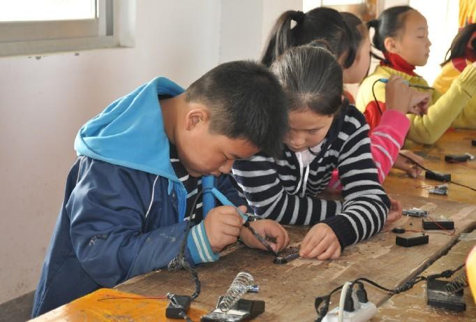 [网记报道]小学生社会实践基地见闻:生活能力亟待提高