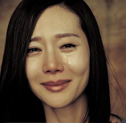 伤感落泪的美女