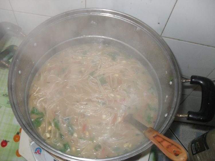 寒冷的冬天喝一碗浆面条 即消食开胃又暖和