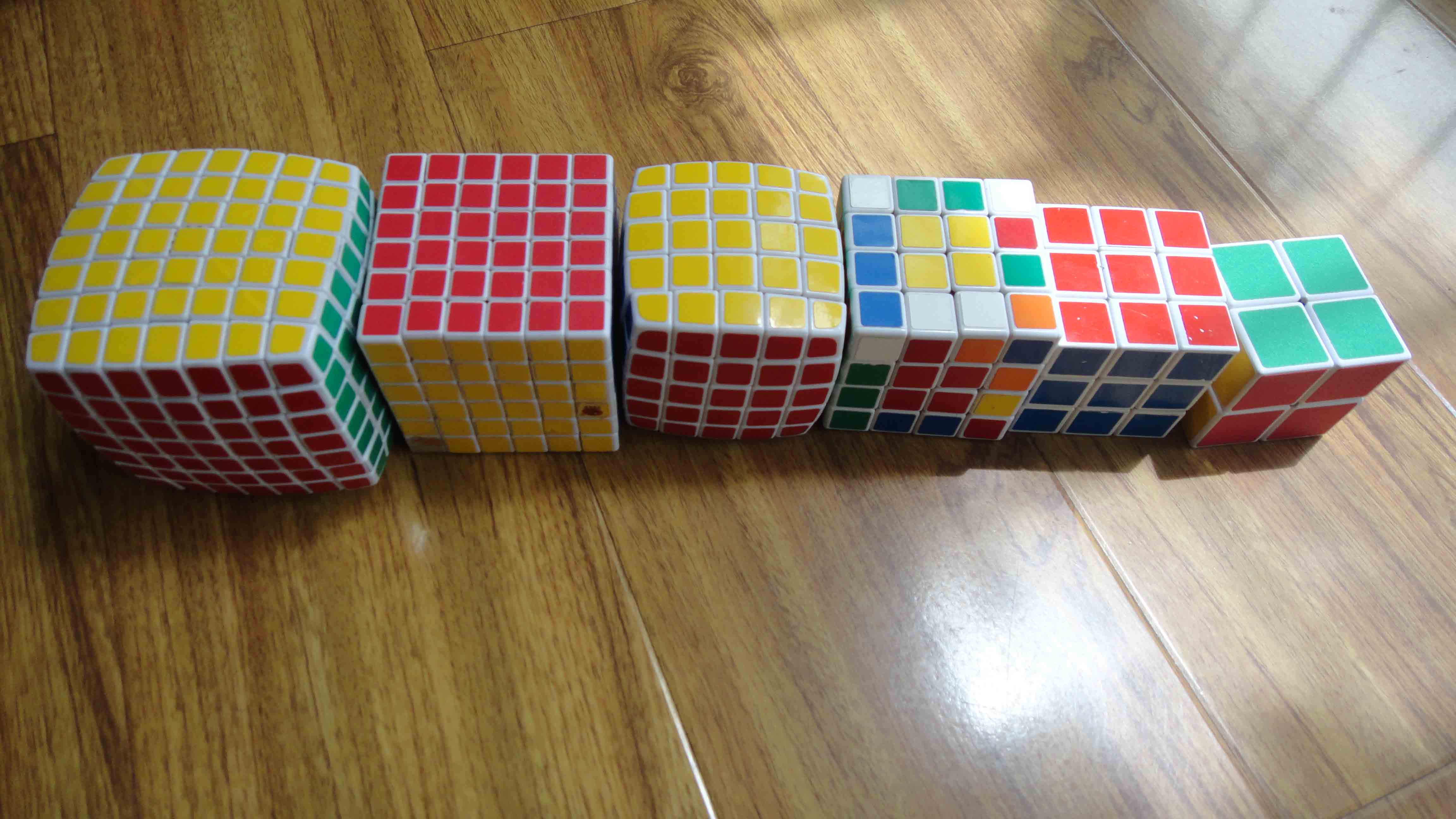 七阶魔方 还有三个另异形魔方:三角魔方