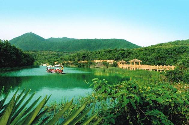 绿林山风景区位于湖北省京山县绿林镇,属大洪山系.