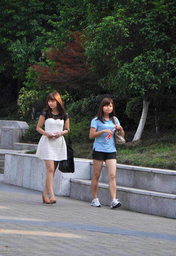 【湖北襄阳被占】街拍襄阳纹身采风美女美女图片