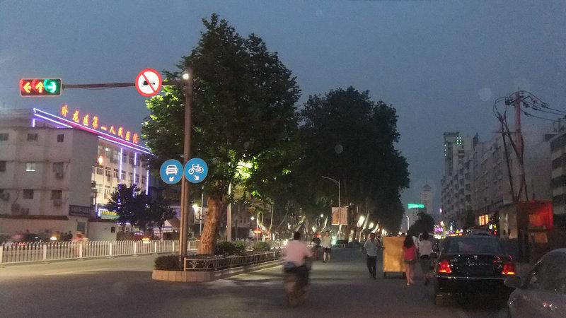 南阳城区的夜景