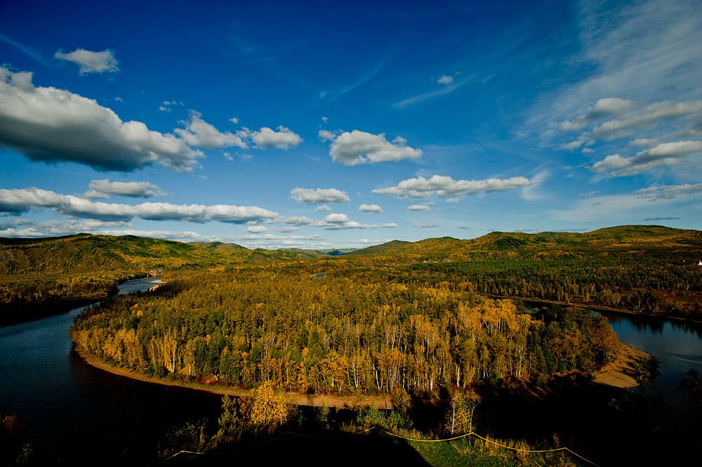 是苍狼白鹿岛景区,在呼伦贝尔北部大兴安岭莫尔道嘎国家森林公园内.