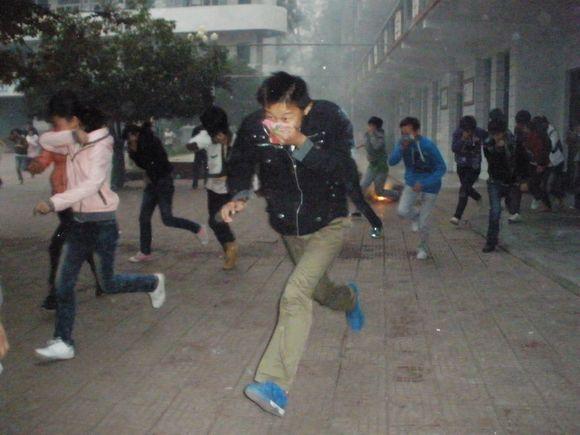 内乡县赤眉一初中举行消防安全疏散演练活动