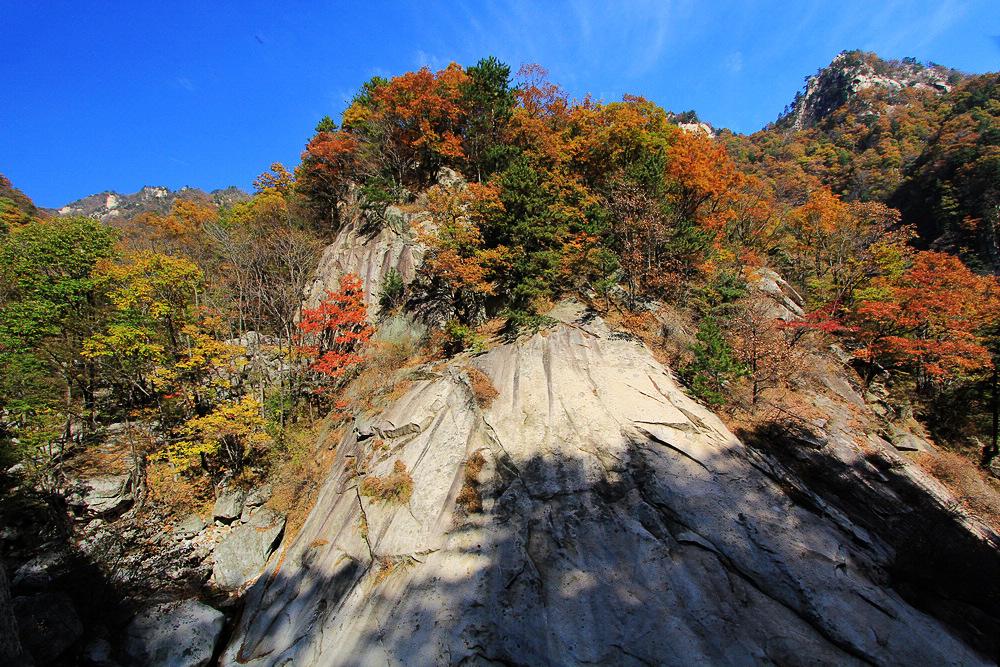 尧山(石人山)风景名胜区位于河南省平顶山市鲁山县西部
