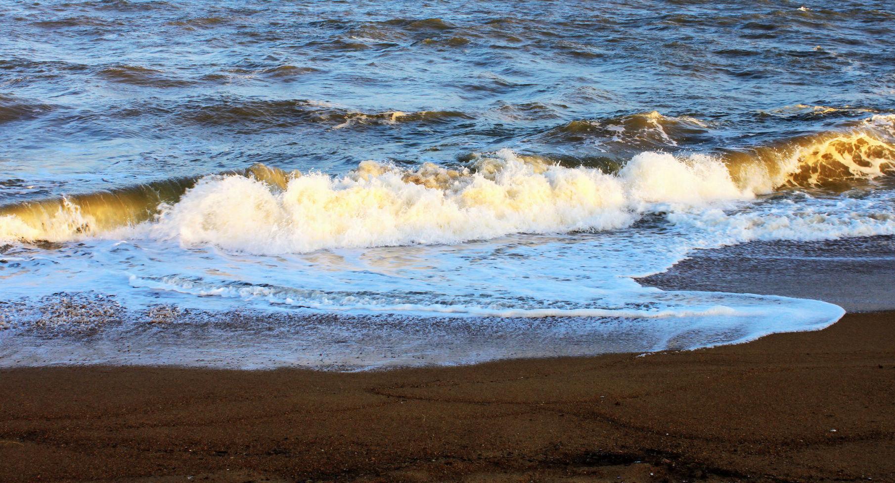 海浪;沙滩
