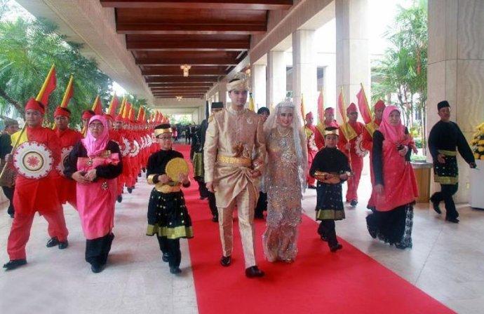 文莱皇室婚俗:公主豪华婚礼似童话般奢华-婚姻