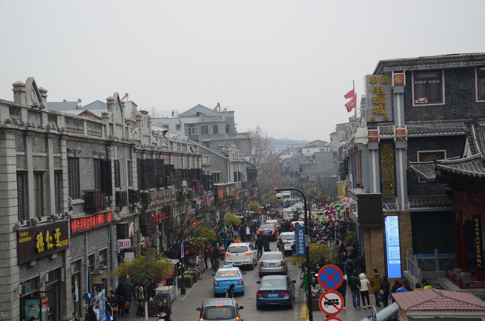 武汉户部巷地处长江边,黄鹤楼下,是武汉著名的小吃一条街,去武汉不到图片