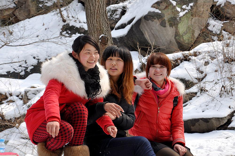 女人桃花洞�_桐柏部2.19日桃花洞赏雪---含羞女孩