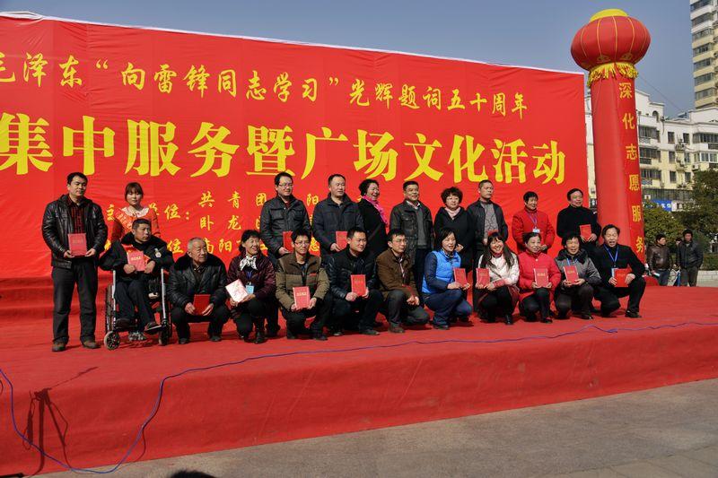 体育提词_长沙冬泳人纪念毛主席提词发展体育运动增强