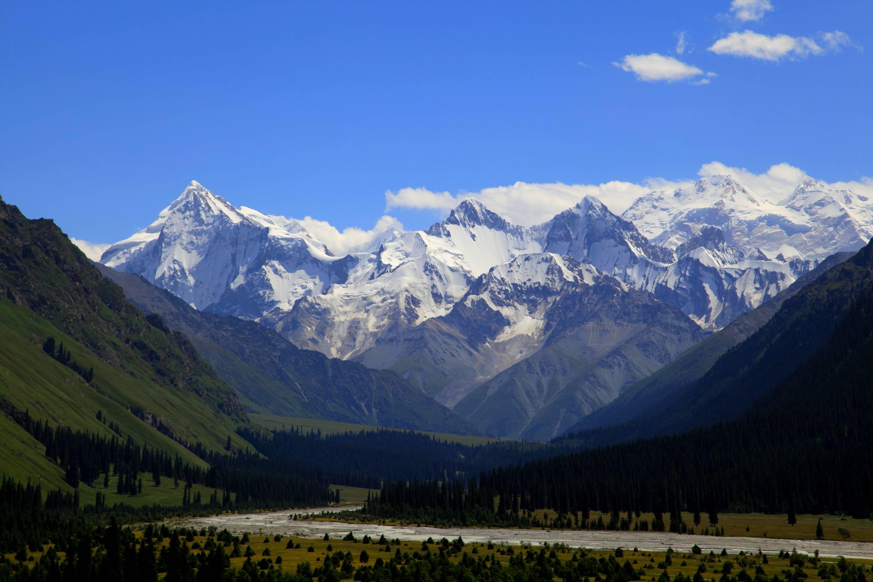 新疆行4-------《夏塔古道雪山风景》