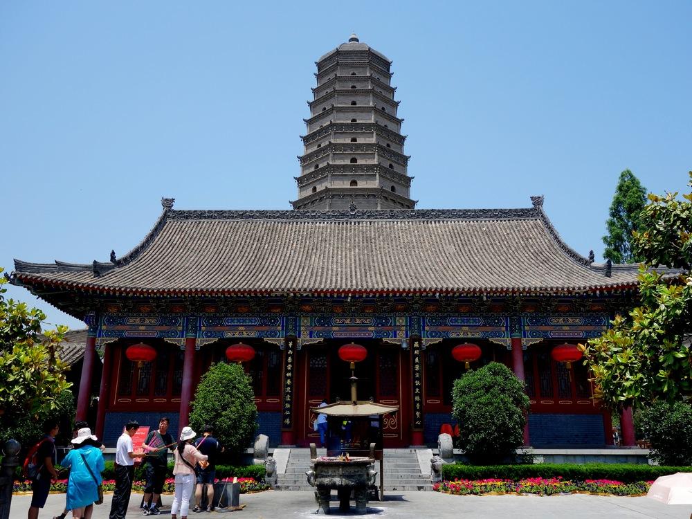 大雁塔位于陕西省西安市南郊慈恩寺内,是全国著名的古代