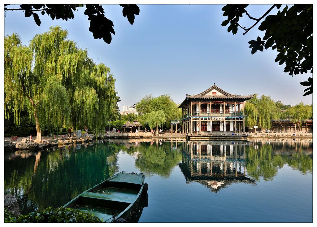 济南五龙潭风景图片