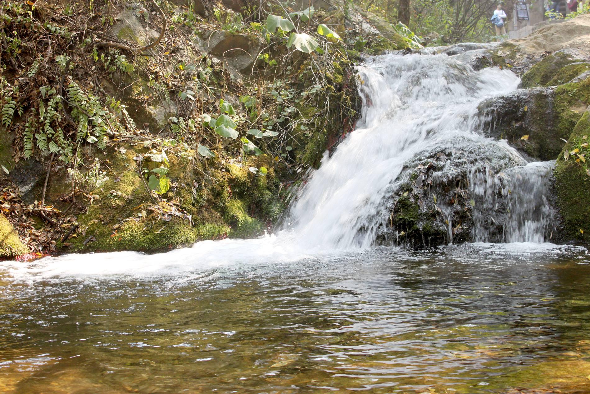 壁纸 风景 旅游 瀑布 山水 桌面 1900_1267