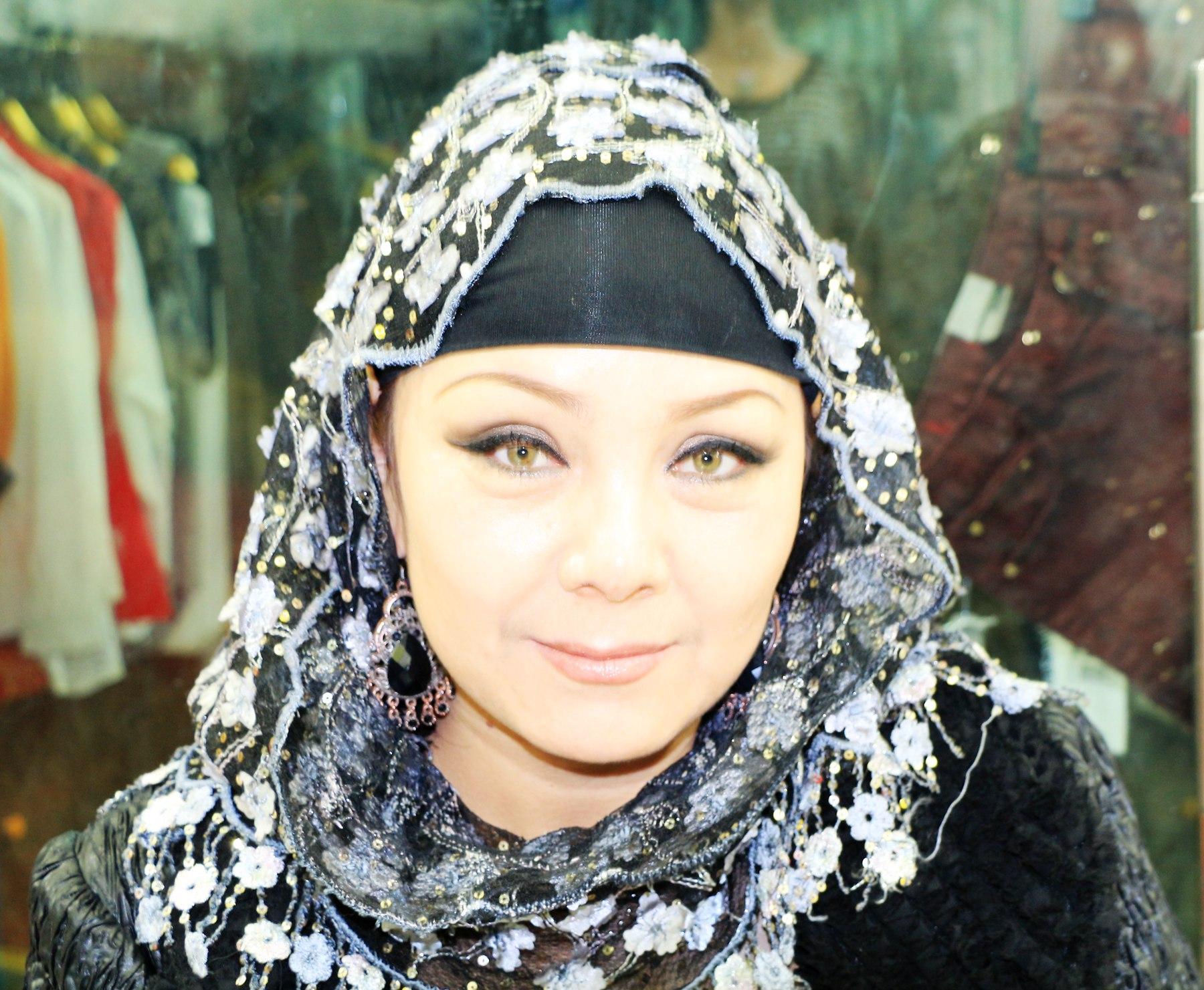 新疆维吾尔族姑娘