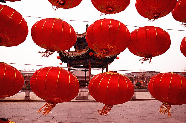 在飘扬的节日红灯笼(组图共三组)
