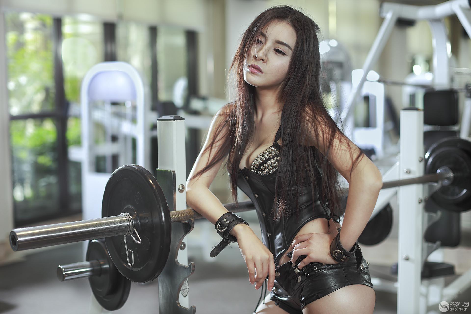 健身房美女-人像-36行南阳社区-36.01ny