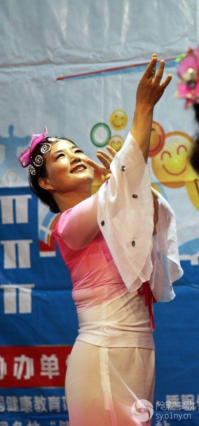 舞蹈 送给妈妈的茉莉花 照片提供 孤馆寒碜窗 琥珀