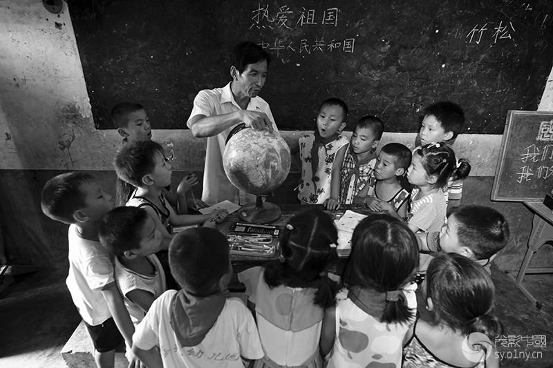 大山里的编外教师-4.jpg