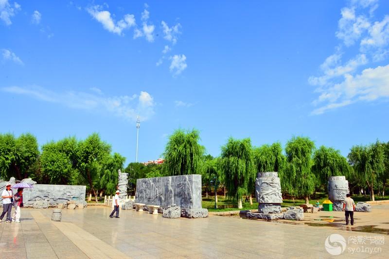 法制公园雕塑