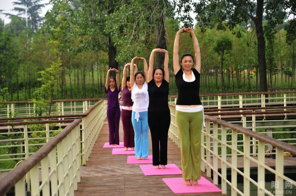 户外瑜伽 与大自然融为一体的安逸
