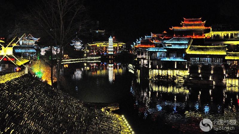 凤凰古城夜景.jpg