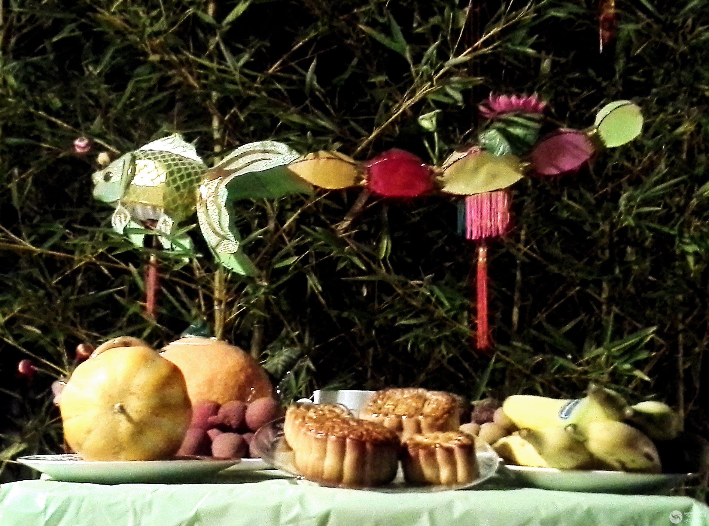 蜜桃,枣子等等,还有广州近郊畔塘特产莲藕,荸荠,菱角,芋头,落花生,炒