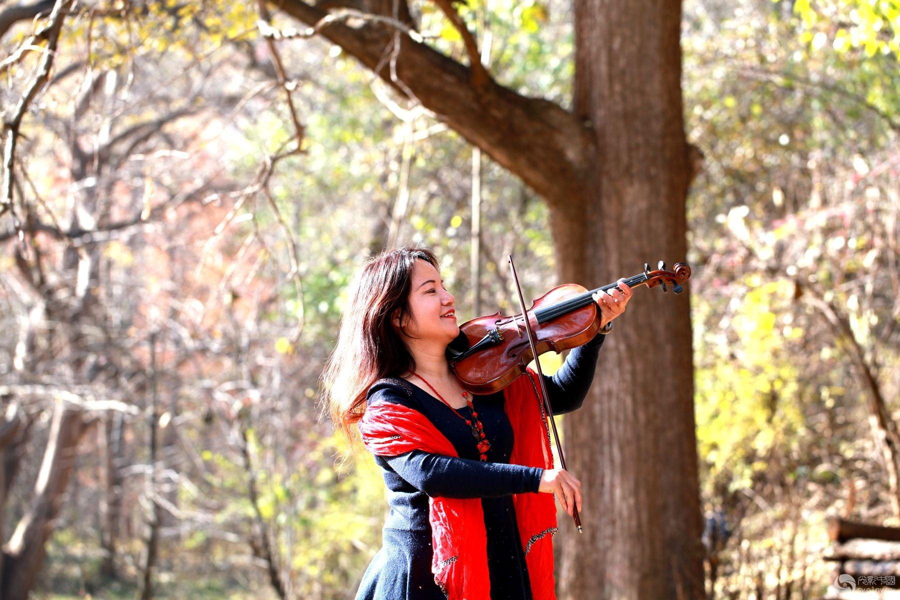 视频部嵩县白河镇下庙村作业采风-树下美女-行男人生态口美女图片