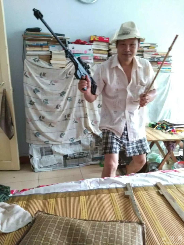 我们父子秀了一把日本鬼子进村了