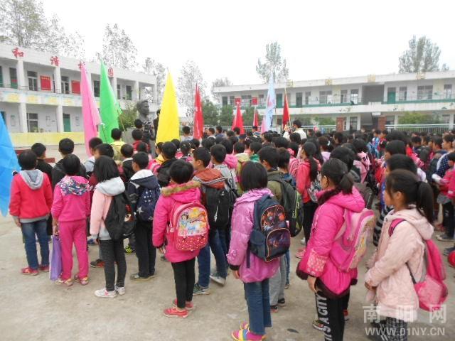 淅川县厚坡镇第二小学师生到文斌小学参观学习