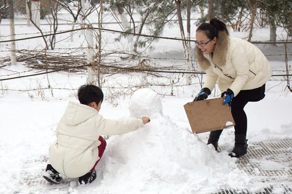 150A6570年1月19雪后伯雍公园偶遇抓拍《母子情》600400.jpg