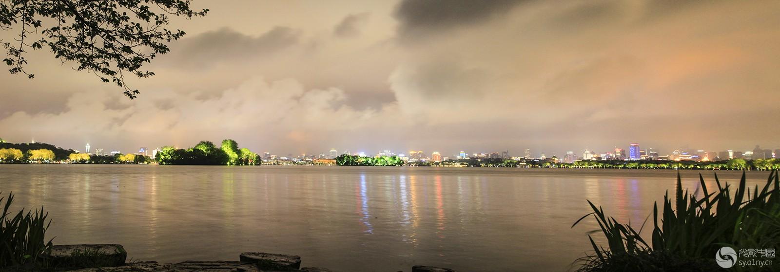 西湖夜雨 拷贝.jpg