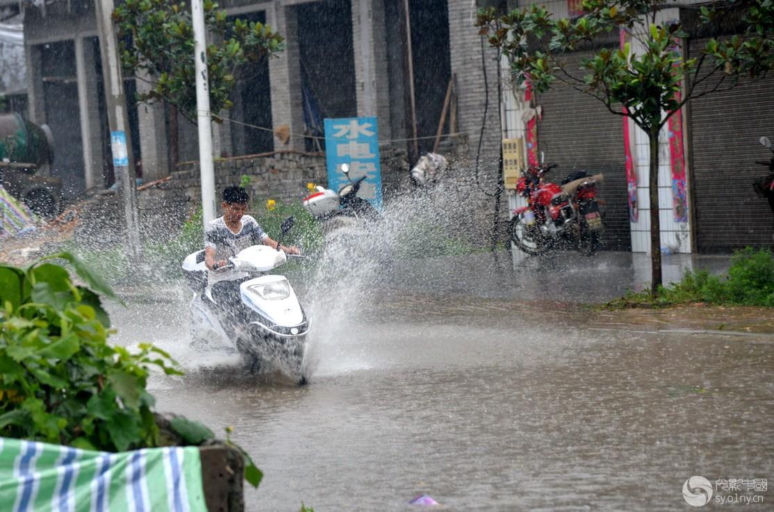 雨中疾驰7.jpg
