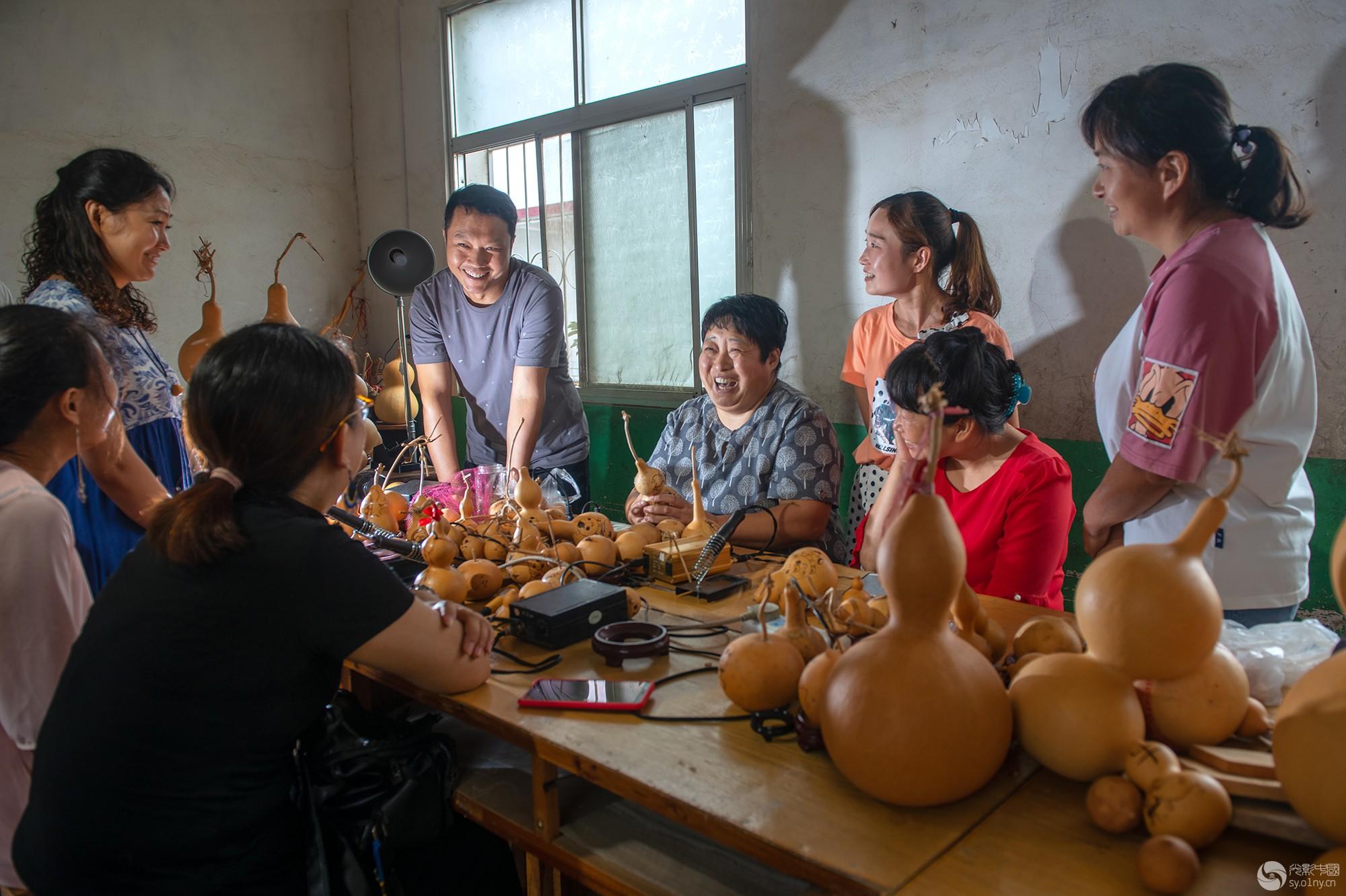 方城县广阳镇新集村——葫芦增收  摄影:张金敖.jpg