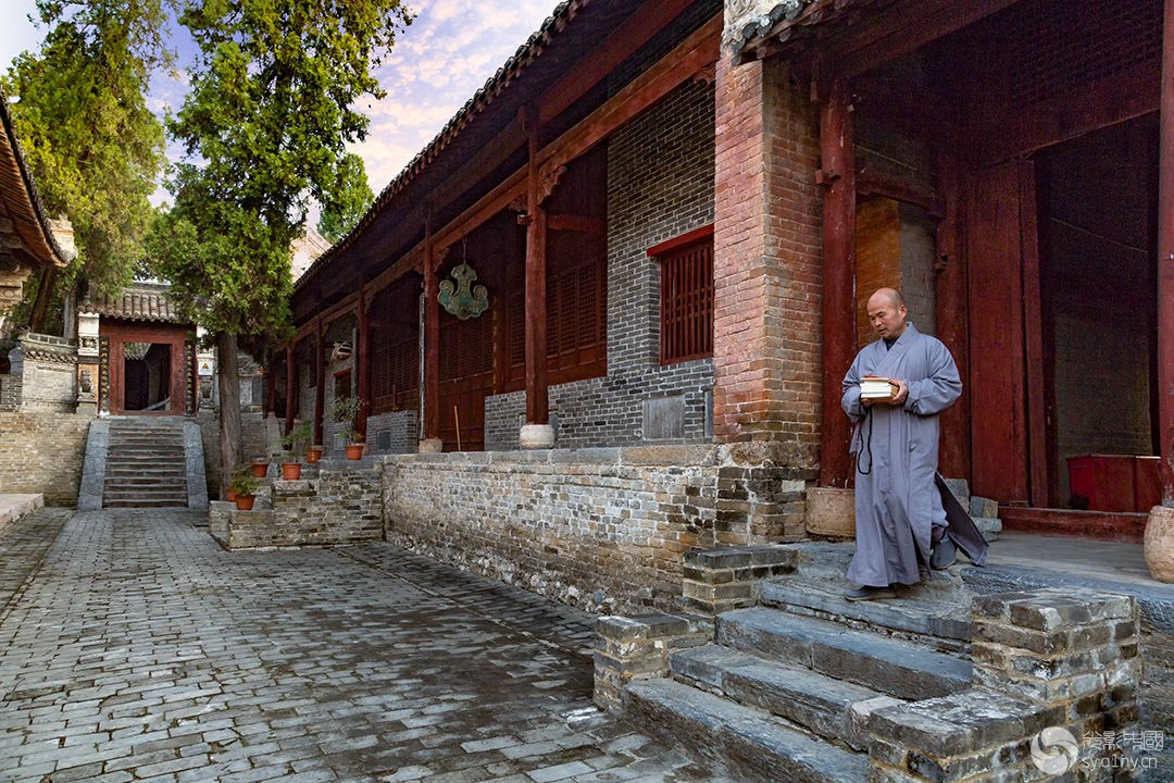 1418《千年古刹-香严寺》3 (1).jpg