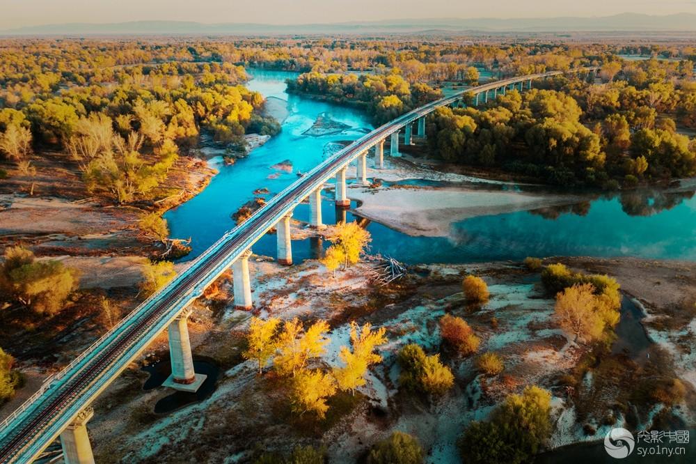 额尔齐斯河谷.jpg