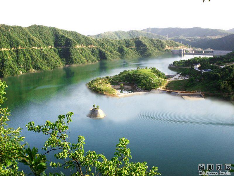 形成了高峡平湖的石门湖风景区,坎上十几公里的山水画廊宛如漓江,似同