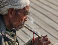 抽烟袋的老汉