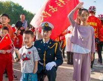 国庆节—-和仪仗队叔叔合个影