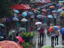 """2015第10期月赛""""城市色彩""""-----雨中的早市"""