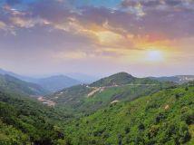 夕阳映照七峰山