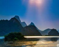 《阳光山水》