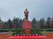 伟人毛泽东铜像