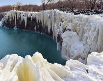 镜泊湖冰瀑