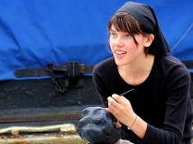 2014年第九期月赛:做道具的女孩  ——抓拍于伦敦泰晤士河边